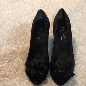The Touch of Nina black heels size 8.5